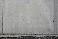 Steinveggur. Concrete wall.