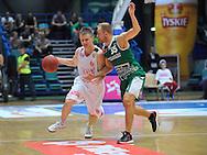Wroclaw 19/10/2014<br /> Tauron Basket Liga<br /> Sezon 2014/2015<br /> Mecz WKS Slask Wroclaw v Stelmet Zielona Gora<br /> Na zdj. Robert Skibniewski /Slask/ i Lukasz Koszarek /Stelmet/<br /> Fot. Piotr Hawalej