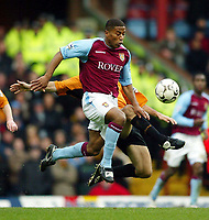 Photograph: Scott Heavey ,Digitalsport<br /> Aston Villa v Wolverhampton Wanderers. FA Barclaycard Premiership. 14/12/2003.<br /> Alex Rae challenges Ulises De La Cruz