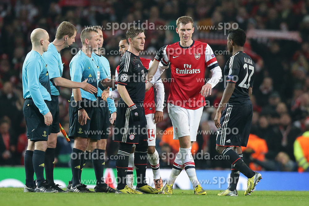 19.02.2013, Emirates Stadion, London, ENG, UEFA Champions League, FC Arsenal vs FC Bayern Muenchen, Achtelfinale Hinspiel, im Bild, Per MERTESACKER (FC Arsenal London - 4) bedankt sich bei Bastian SCHWEINSTEIGER (FC Bayern Muenchen - 31) - rechts David ALABA (FC Bayern Muenchen - 27) // during the UEFA Champions League last sixteen first leg match between Arsenal FC and FC Bayern Munich at the Emirates Stadium, London, Great Britain on 2013/02/19. EXPA Pictures © 2013, PhotoCredit: EXPA/ Eibner/ Gerry Schmit..***** ATTENTION - OUT OF GER *****