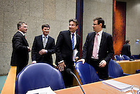 Nederland. Den Haag, 18 februari 2010.<br /> Na een schorsing zijn de minister Verhagen en Koenders aangeschoven bij premier Balkenende en de vice premiers Bos en Rouvoet.<br /> Spoeddebat in de Tweede Kamer over de ontstane crisissituatie binnen het kabinet over Uruzgan, daags voor de val van het vierde kabinet Balkenende.<br /> Foto Martijn Beekman