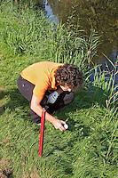 AMSTERDAM - Identificeren van de bal . Beoefening van de golfsport. FOTO KOEN SUYK