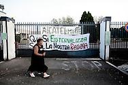 BATTIPAGLIA. STRISCIONI DI PROTESTA ALL'ESTERNO DALL'AZIENDA ALCATEL LUCENT DI BATTIPAGLIA