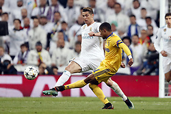 (l-r) Cristiano Ronaldo of Real Madrid, Douglas Costa of Juventus FC during the UEFA Champions League quarter final match between Real Madrid and Juventus FC at the Santiago Bernabeu stadium on April 11, 2018 in Madrid, Spain
