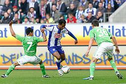 29.10.2011,Volkswagen Arena, Wolfsburg, GER, 1.FBL, VFL Wolfsburg vs Hertha BSC Berlin, im Bild Raffael (Berlin #10) im zweikampf gegen Josue (Wolfsburg #7) und  Bjarne Thoelke (Wolfsburg #36) .// during the match from GER, 1.FBL,VFL Wolfsburg vs Hertha BSC Berlin  on 2011/10/29, Volkswagen Arena, Wolfsburg, Germany..EXPA Pictures © 2011, PhotoCredit: EXPA/ nph/  Schrader       ****** out of GER / CRO  / BEL ******