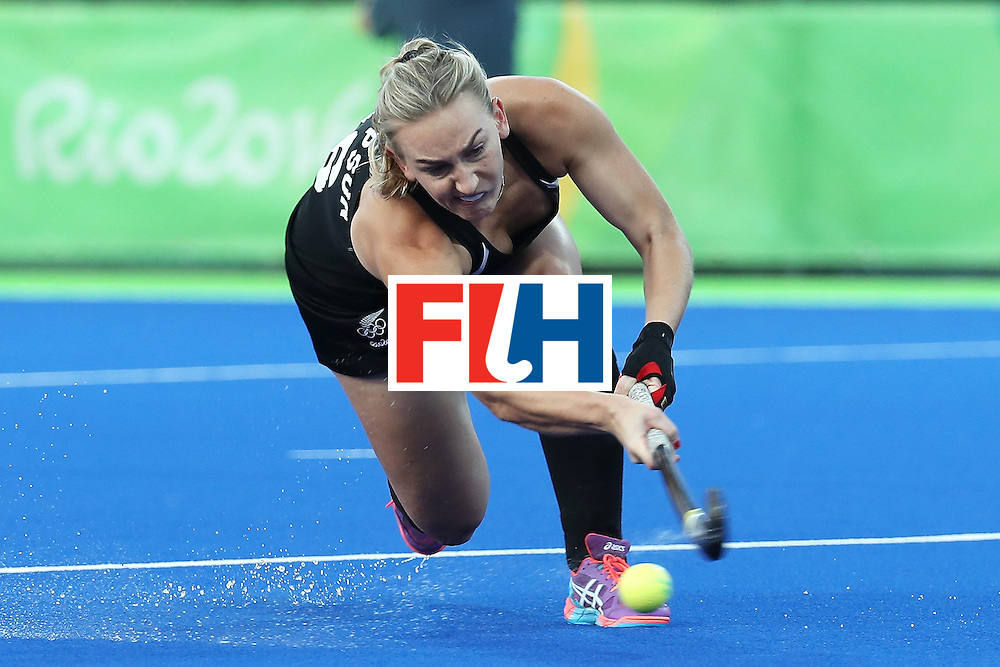 RIO DE JANEIRO, BRAZIL - AUGUST 17:  Liz Thompson #16 of New Zealand shoots during the Women's Semifinal match between New Zealand andGreat Britain on Day 12 of the Rio 2016 Olympic Games at the Olympic Hockey Centre on August 17, 2016 in Rio de Janeiro, Brazil.  (Photo by Rob Carr/Getty Images)