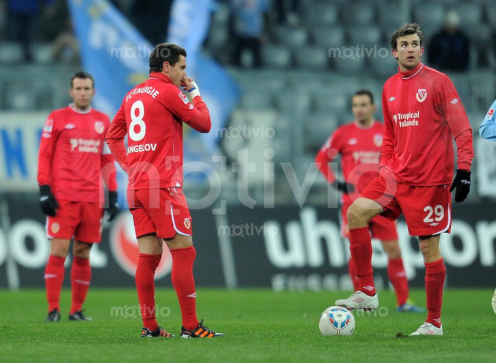 Fussball 2. Bundesliga:  Saison   2011/2012,    20.  Spieltag  TSV 1860 Muenchen - Energie Cottbus  06.02.2012 Dimitar Rangelov (li,) mit Dennis Soerensen (Cottbus)