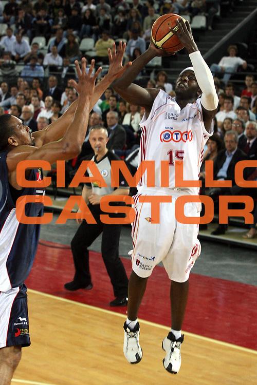 DESCRIZIONE : Roma Lega A1 2006-07 Playoff Quarti di Finale Gara 1 Lottomatica Virtus Roma Eldo Napoli<br />GIOCATORE : Chatman<br />SQUADRA : Lottomatica Virtus Roma<br />EVENTO : Campionato Lega A1 2006-2007 Playoff Quarti di Finale Gara 1 <br />GARA : Lottomatica Virtus Roma Eldo Napoli<br />DATA : 16/05/2007 <br />CATEGORIA : Tiro <br />SPORT : Pallacanestro <br />AUTORE : Agenzia Ciamillo-Castoria/G.Ciamillo