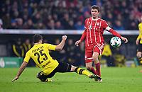 Fussball  DFB Pokal  Achtelfinale  2017/2018   FC Bayern Muenchen - Borussia Dortmund        20.12.2017 Sokratis (li, Borussia Dortmund)  gegen Thomas Mueller (re, FC Bayern Muenchen)