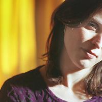 Nederland. Almere. 26 gebruari 2002.<br /> Schrijfster, columniste Heleen van Royen.<br /> Jean-Pierre Jans