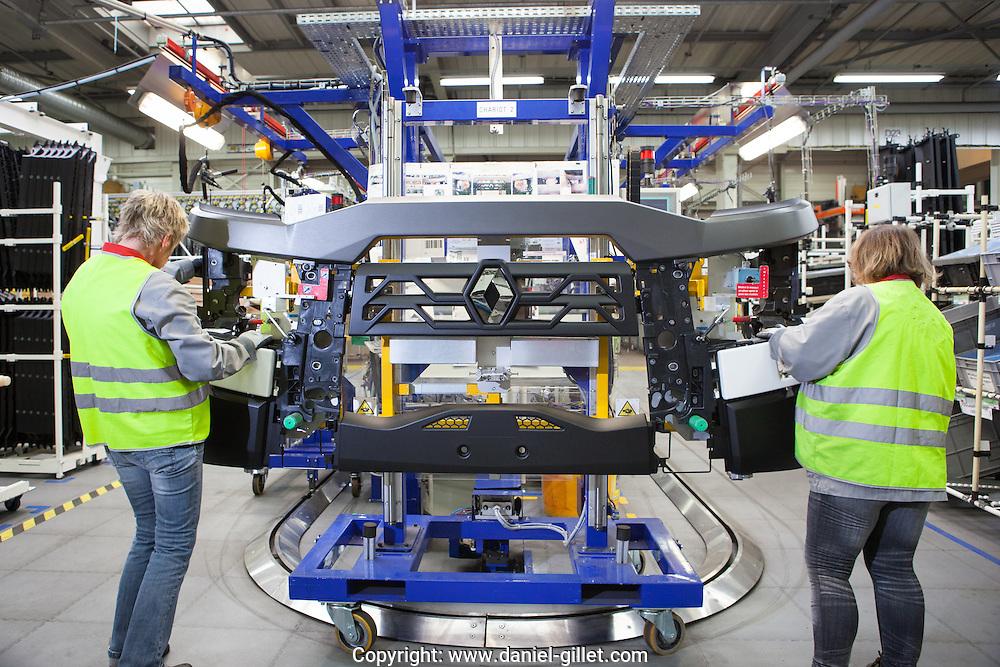 Reportage Industrie plasturgique equipement automobile Mecaplast, Izernore, Ain