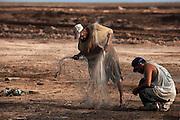 Pescadores indígenas cucapah. Indiviso, Baja California. 13 de agosto de 2014.. (Foto: Prometeo Lucero.)