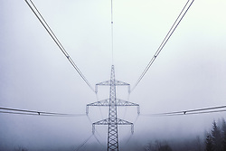 THEMENBILD - Leitungen und ein Strommasten im Nebel, aufgenommen am 09. April 2019 in Kaprun, Oesterreich // Cables and a power pole in the fog in Kaprun, Austria on 2019/04/09. EXPA Pictures © 2019, PhotoCredit: EXPA/ JFK