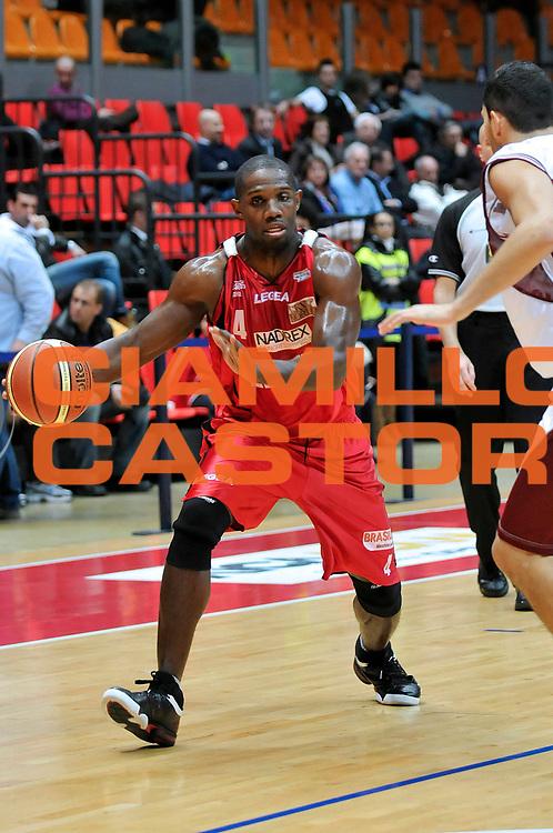 DESCRIZIONE : Livorno Lega A2 2008-09 Livorno Basket Edimes Pavia<br /> GIOCATORE : Mobley Thomas <br /> SQUADRA : Edimes Pavia<br /> EVENTO : Campionato Lega A2 2008-2009<br /> GARA : Livorno Basket Edimes Pavia<br /> DATA : 11/12/2008<br /> CATEGORIA : Palleggio<br /> SPORT : Pallacanestro<br /> AUTORE : Agenzia Ciamillo-Castoria/Stefano D'Errico