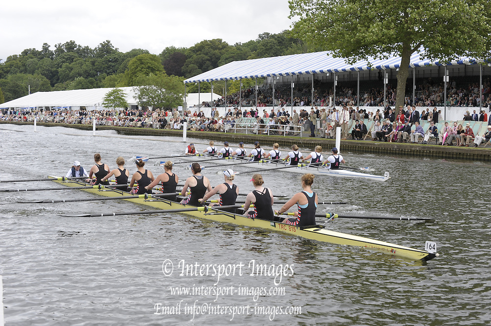 Henley, Great Britain. Bucks. Thames RC. during the closing stages of their heat in the  Remenham Challenge Cup. Berks Station, Hansa Hamburg and Frankfurt.  2009 Henley Royal Regatta Friday 03/07/2009 at  [Mandatory Credit. Peter Spurrier/Intersport Images] . HRR.