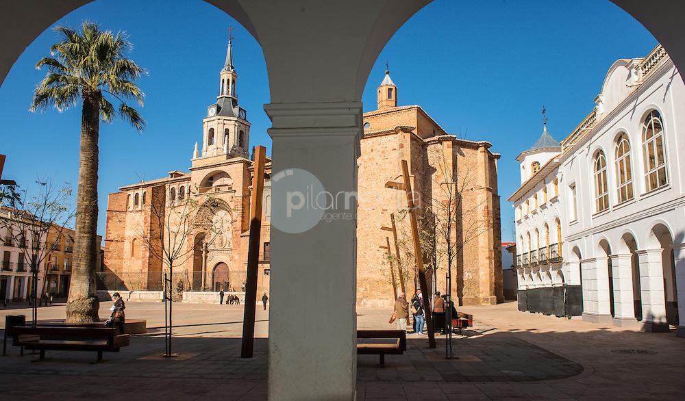 Plaza de la Constitución y la Iglesia Ntra. Sra. de la Asunción.  Manzanares. Ruta de Don Quijote. Ciudad Real ©Antonio Real Hurtado / PILAR REVILLA
