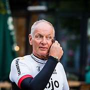 NLD/Almere/20160924 - Start fietstocht BN'ers trappen darmkanker de wereld uit, Rob van der Valk