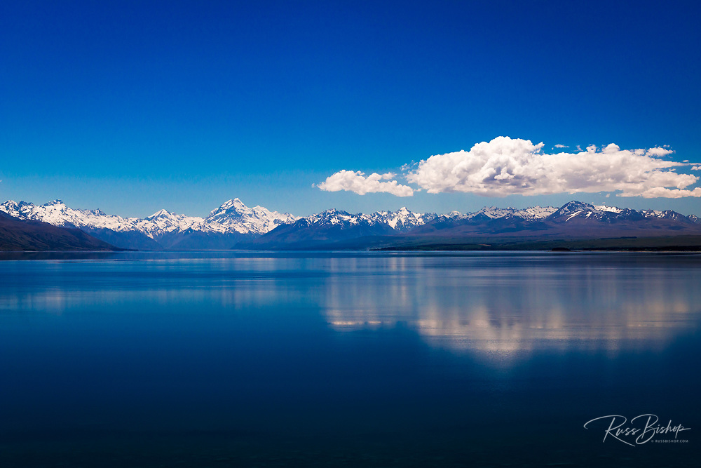 Lake Pukaki and Mount Cook in the Southern Alps, Canterbury, South Island, New Zealand