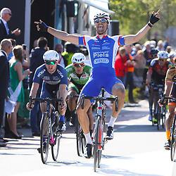 02-05-2015: Wielrennen: Ronde van Overijssel mannen: Rijssen  <br /> RIJSSEN (NED) wielrennen:  De 63e ronde van Overijssel heeft als zwaarte punt de heuveltjes rond Ootmarsum en de Sallandse heuvelrug. Net als in de ronde van Vlaanderen kent men in Overijssel het dorp.  van de ronde. In 2015 is de eer aan Markelo. Jeff Vermeulen was overtuigend de sterkste in de sprint