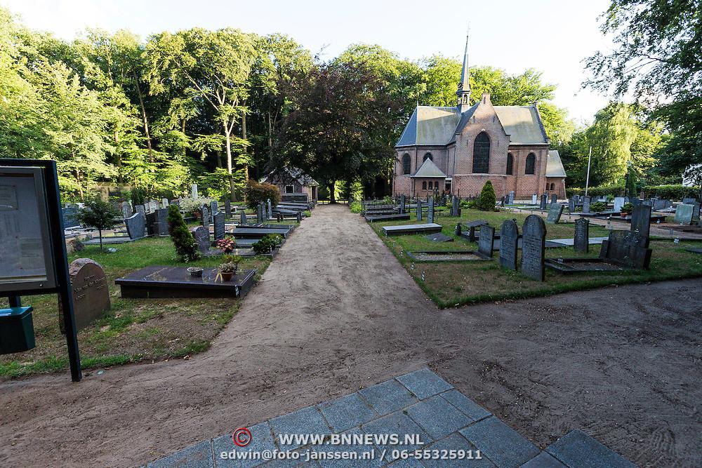 NLD/Lage Vuursche/20130813 - Kerkhof en Stulpkerk in Lage Vuursche waar prins Friso begraven zal worden op 17 augustus