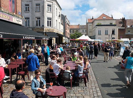 Frankrijk, Lille, 18-8-2013Lille ligt in een sterk de verarmde regio noordwest. Het is de hoofdstad van Frans Vlaanderen, van de regio Nord Pas de Calais en van het Noorder departement. Op de markt in Wazemmes. Een smeltkroes van culturen en bevolkingsgrtoepen, waarbij de noord afrikanen , moslims, de sterk vertegenwoordigd zijn.multiculti,multi,cultureel,moslim,islamieten,groente,fruit,Foto: Flip Franssen/Hollandse Hoogte