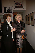 PENNY BREIA AND LADY ANNUNZIATA ASQUITH, Opening of Photo-London, Burlington Gdns. London. 17 May 2006. ONE TIME USE ONLY - DO NOT ARCHIVE  © Copyright Photograph by Dafydd Jones 66 Stockwell Park Rd. London SW9 0DA Tel 020 7733 0108 www.dafjones.com