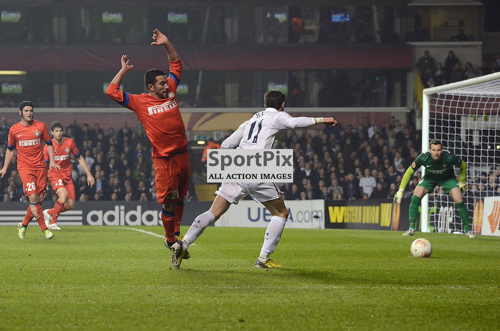 Gareth Bale getting tripped as he heads for Inter's goal. (c) Michael Hulf | StockPix.eu