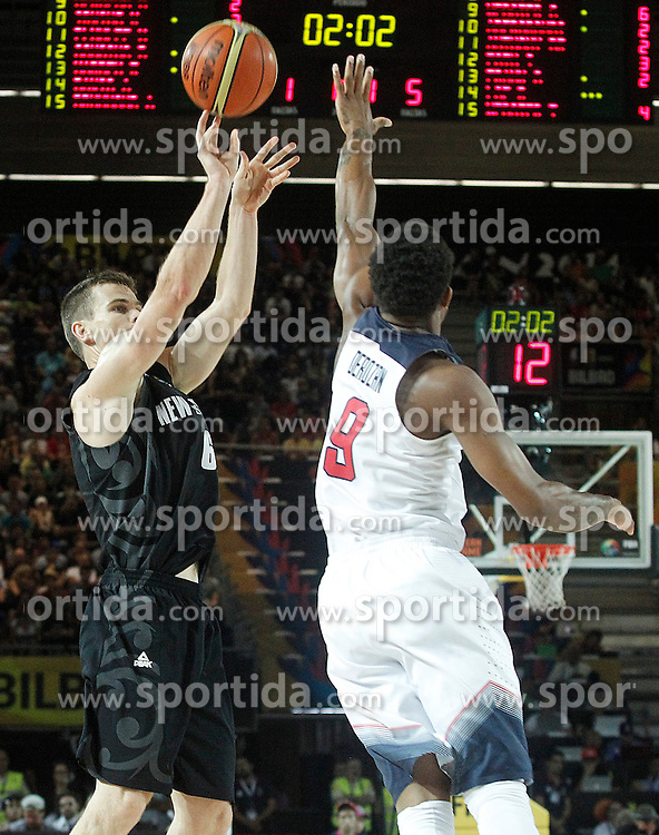 02.09.2014, City Arena, Bilbao, ESP, FIBA WM, USA vs Neuseeland, im Bild USA's DeMar Derozan (r) and New Zealand's Kirk Penney // during FIBA Basketball World Cup Spain 2014 match between USA and New Zealand at the City Arena in Bilbao, Spain on 2014/09/02. EXPA Pictures &copy; 2014, PhotoCredit: EXPA/ Alterphotos/ Acero<br /> <br /> *****ATTENTION - OUT of ESP, SUI*****