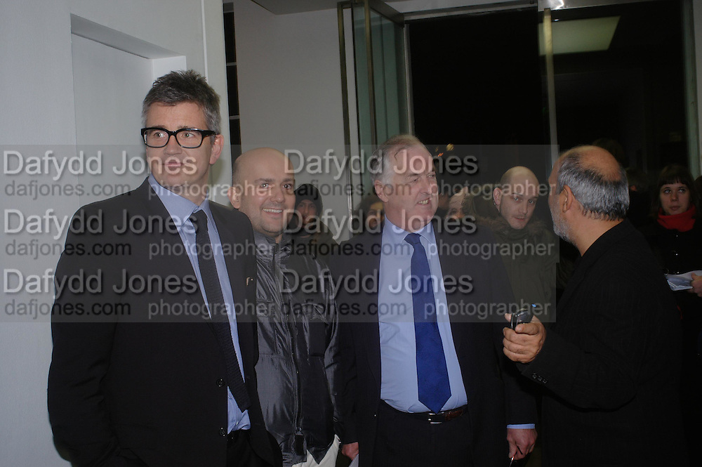 Jay Jopling, Mark Quinn and Gerry Robinson. Chemical Life Support opening, White Cube. 3 March 2005. ONE TIME USE ONLY - DO NOT ARCHIVE  © Copyright Photograph by Dafydd Jones 66 Stockwell Park Rd. London SW9 0DA Tel 020 7733 0108 www.dafjones.com
