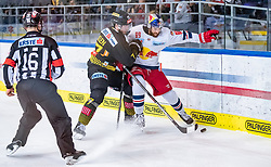 09.04.2019, Eisarena, Salzburg, AUT, EBEL, EC Red Bull Salzburg vs Vienna Capitals, Halbfinale, 6. Spiel, im Bild v.l.: Patrick Mullen (Vienna Capitals), Florian Baltram (EC Red Bull Salzburg) // during the Erste Bank Icehockey 6th semifinal match between EC Red Bull Salzburg vs Vienna Capitals at the Eisarena in Salzburg, Austria on 2019/04/09. EXPA Pictures © 2019, PhotoCredit: EXPA/ JFK