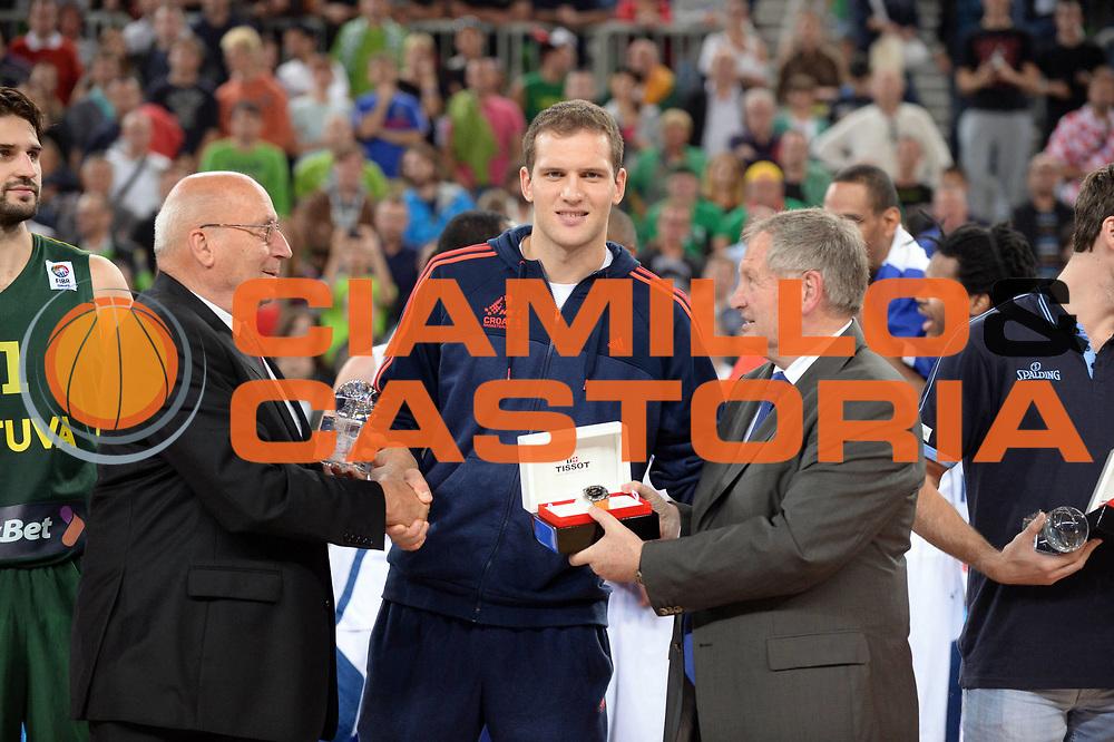 DESCRIZIONE : Lubiana Ljubliana Slovenia Eurobasket Men 2013 Finale Final Francia France Lituania Lithuania<br /> GIOCATORE : Bojan Bogdanovic<br /> CATEGORIA : Premiazione<br /> SQUADRA : Croazia Croatia <br /> EVENTO : Eurobasket Men 2013<br /> GARA : Francia France Lituania Lithuania<br /> DATA : 22/09/2013 <br /> SPORT : Pallacanestro <br /> AUTORE : Agenzia Ciamillo-Castoria/Max.Ceretti<br /> Galleria : Eurobasket Men 2013<br /> Fotonotizia : Lubiana Ljubliana Slovenia Eurobasket Men 2013 Finale Final Francia France Lituania Lithuania<br /> Predefinita :