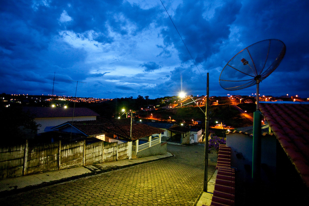 Paraguacu_MG, Brasil...Imagem noturna da cidade de Paraguacu, no sul do estado de Minas Gerais...Night scene in the Paraguacu town, it is in the south of Minas Gerais...Foto: JOAO MARCOS ROSA / NITRO