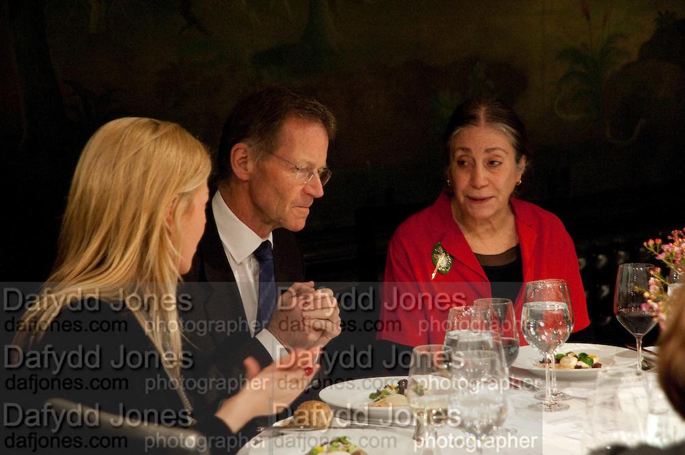 LADY HELEN TAYLOR; SIR NICHOLAS SEROTA; SUSAN HILLER,  Susan Hiller opening, Tate Britain. 31 January 2010. -DO NOT ARCHIVE-© Copyright Photograph by Dafydd Jones. 248 Clapham Rd. London SW9 0PZ. Tel 0207 820 0771. www.dafjones.com.