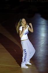 16-09-2006 BASKETBAL: NEDERLAND - ALBANIE: NIJMEGEN<br /> De basketballers hebben ook hun vierde wedstrijd in de kwalificatiereeks voor het Europees kampioenschap in winst omgezet. In Nijmegen werd een ruime overwinning geboekt op Albanie: 94-55 / Dancer , entertaiment<br /> ©2006-WWW.FOTOHOOGENDOORN.NL