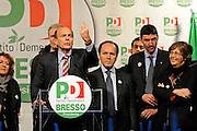 © Filippo Alfero<br /> Mercedes Bresso e Pier Luigi Bersani, conclusione campagna elettorale in Piazza Villari a Torino<br /> Torino - 26/03/2010<br /> politica<br /> Nella foto: Pier Luigi Bersani e Mercedes Bresso sul palco