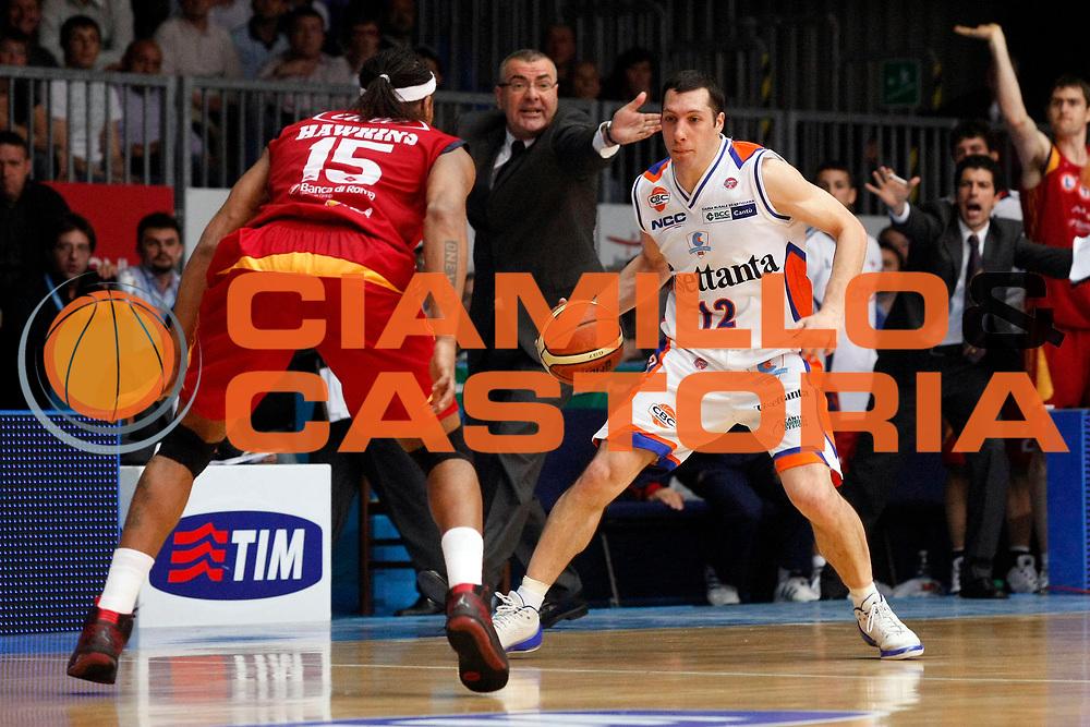DESCRIZIONE : Cantu Lega A1 2007-08 Playoff Quarti di Finale Gara 4 Tisettanta Cantu Lottomatica Virtus Roma <br /> GIOCATORE : Nicolas Mazzarino Jasmin Repesa<br /> SQUADRA : Tisettanta Cantu Lottomatica Virtus Roma<br /> EVENTO : Campionato Lega A1 2007-2008 <br /> GARA : Tisettanta Cantu Lottomatica Virtus Roma <br /> DATA : 17/05/2008 <br /> CATEGORIA : Palleggio Delusione<br /> SPORT : Pallacanestro <br /> AUTORE : Agenzia Ciamillo-Castoria/G.Cottini