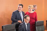 29 AUG 2018, BERLIN/GERMANY:<br /> Hubertus Heil (L), SPD, Bundesarbeitsminister, und Franziska Giffey (R), SPD, Bundesfamilienministerin, im Gespraech, vor Beginn der Kabinettsitzung, Bundeskanzleramt<br /> IMAGE: 20180829-01-021<br /> KEYWORDS: Kabinett, Sitzung, Gespr&auml;ch
