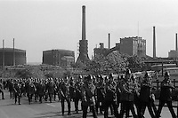 Police march past the Orgreave Coke Works. 29/05/1984.