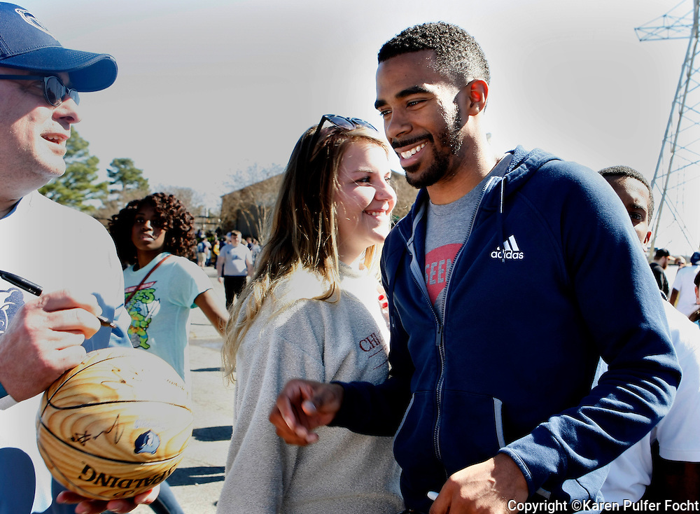"The ""All Heart"" Memphis Grizzlies met with fans during a MVP party held for fans at a Putt Putt Golf facility in Memphis on Sunday afternoon. Fans got up close and personal with their favorite players who signed autographs and posed for pictures for several hours. MIKE CONLEY (rt) signs autographs for fans who chased after him everywhere he went. The Grizzlies lead the Southwest Division as the head into the final stretch of the division."