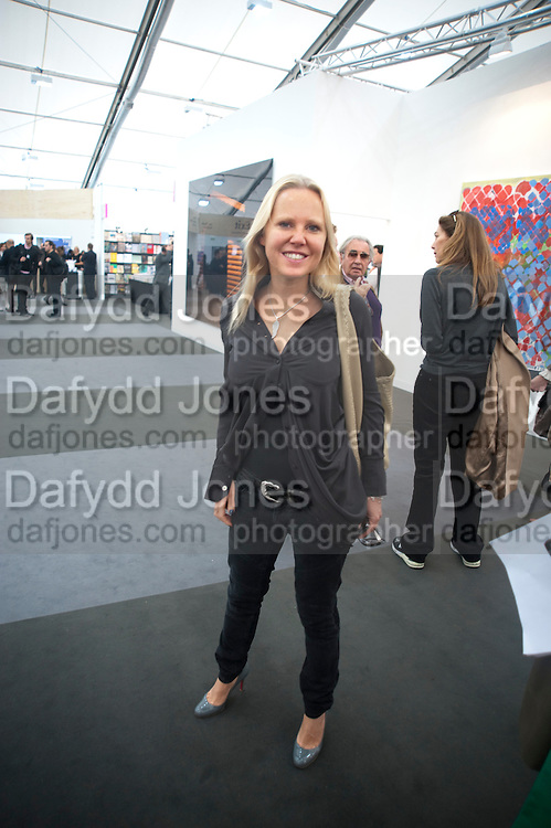 ALICE BAMFORD, Opening of Frieze 2009. Regent's Park. London. 14 October 2009 *** Local Caption *** -DO NOT ARCHIVE-© Copyright Photograph by Dafydd Jones. 248 Clapham Rd. London SW9 0PZ. Tel 0207 820 0771. www.dafjones.com.<br /> ALICE BAMFORD, Opening of Frieze 2009. Regent's Park. London. 14 October 2009