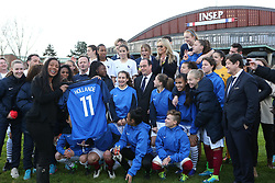 "29.03.2016, Paris, FRA, UEFA Euro, Hollande, 11 Tricolore, La France au rendez vous, im Bild kelly (christine), der Staatspräsident der Französischen Republik Francois Hollande // during a visit at the INSEP or French National Institute of Sport and Physical Education, as part of the event ""11 Tricolore, La France au rendez- vous"" in Paris, France on 2016/03/29. EXPA Pictures © 2016, PhotoCredit: EXPA/ Pressesports/ Laurent Argueyrolles<br /> <br /> *****ATTENTION - for AUT, SLO, CRO, SRB, BIH, MAZ, POL only*****"
