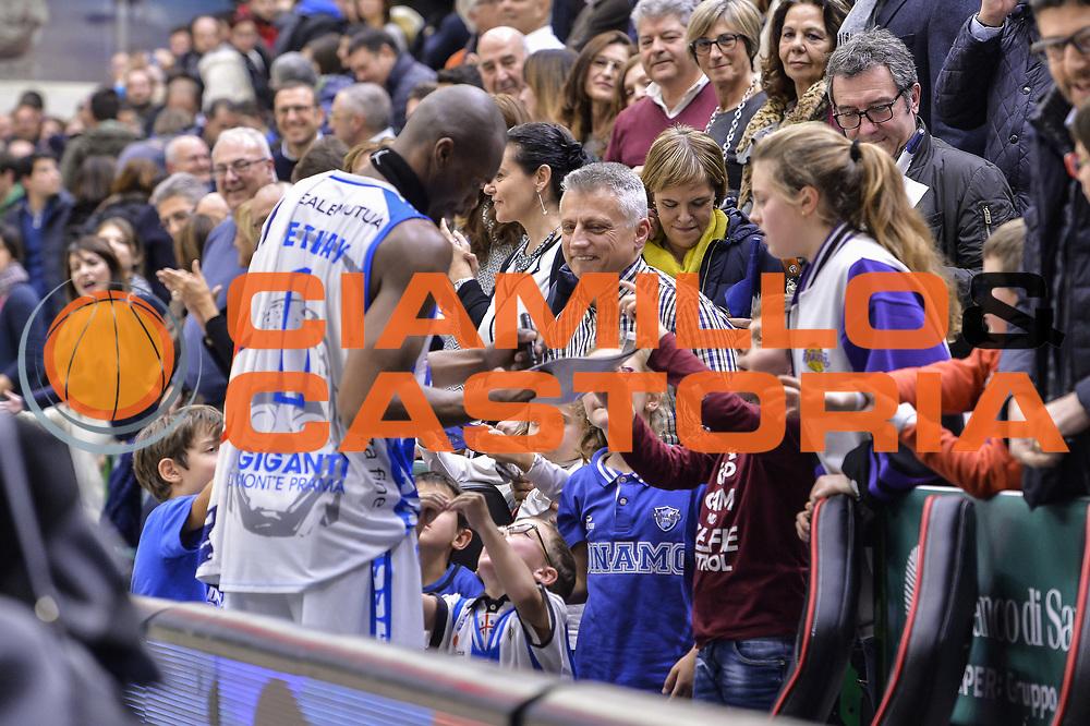 DESCRIZIONE : Beko Legabasket Serie A 2015- 2016 Dinamo Banco di Sardegna Sassari - Openjobmetis Varese<br /> GIOCATORE : Brenton Petway<br /> CATEGORIA : Tifosi Pubblico Spettatori Postgame Autografi<br /> SQUADRA : Dinamo Banco di Sardegna Sassari<br /> EVENTO : Beko Legabasket Serie A 2015-2016<br /> GARA : Dinamo Banco di Sardegna Sassari - Openjobmetis Varese<br /> DATA : 07/02/2016<br /> SPORT : Pallacanestro <br /> AUTORE : Agenzia Ciamillo-Castoria/L.Canu