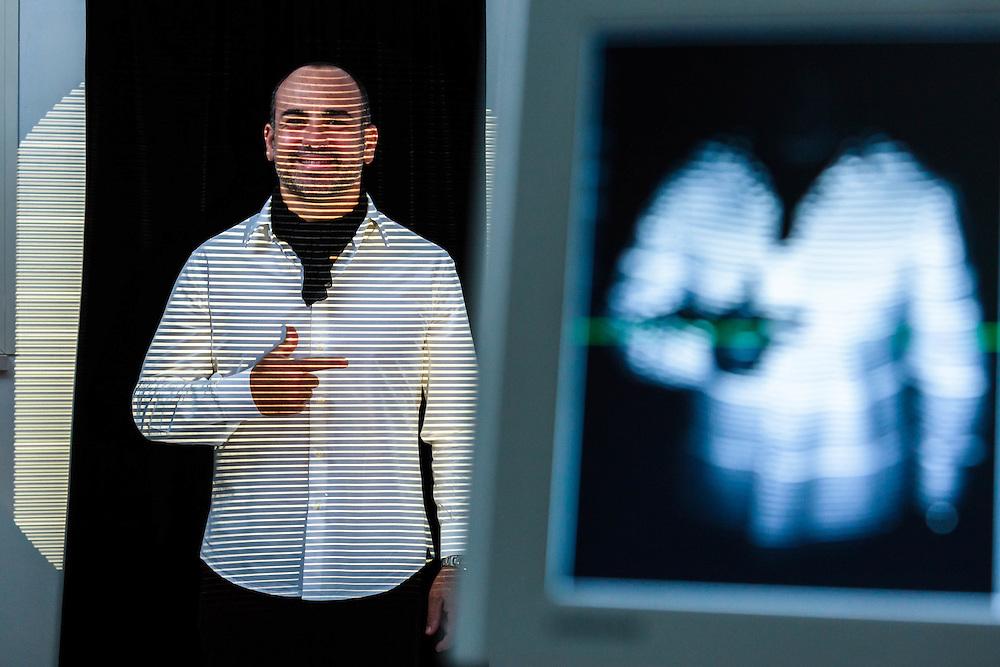 01 OCT 2014 - Vetralla (VT) - Leonardo Giuliani, plantari, con apparecchi per la diagnosi della postura