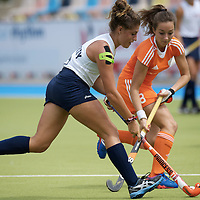 MONCHENGLADBACH - Junior World Cup<br /> Pool A: The Netherlands - USA<br /> photo: Maxine Fluharty (white) and Floor Ouweling (orange).<br /> COPYRIGHT FRANK UIJLENBROEK FFU PRESS AGENCY