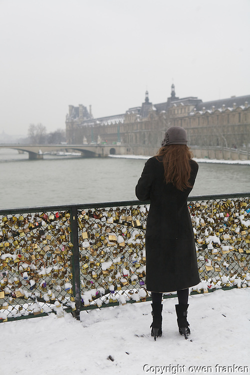 Paris in the snow, Jan 2013 - Pont des Arts