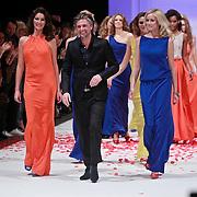 NLD/Amsterdam/20110308 - Modeshow Raak 2011, Jos Raak met zijn mannequins oa. Bibiane Bouquet
