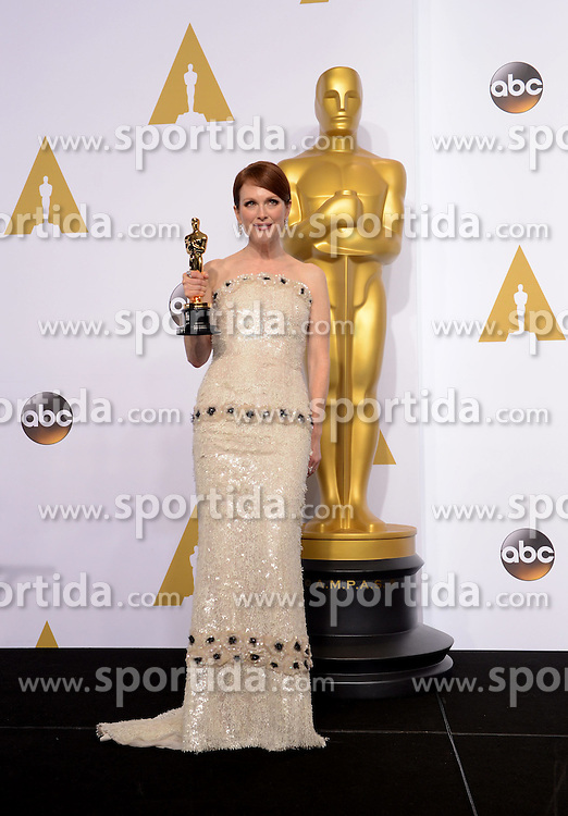 Actress Julianne Moore poses after winning the Best Actress in a Leading Role award for &quot;Still Alice&quot; during the 87th Academy Awards at the Dolby Theater in Los Angeles, the United States, on Feb. 22, 2015. EXPA Pictures &copy; 2015, PhotoCredit: EXPA/ Photoshot/ Yang Lei<br /> <br /> *****ATTENTION - for AUT, SLO, CRO, SRB, BIH, MAZ only*****