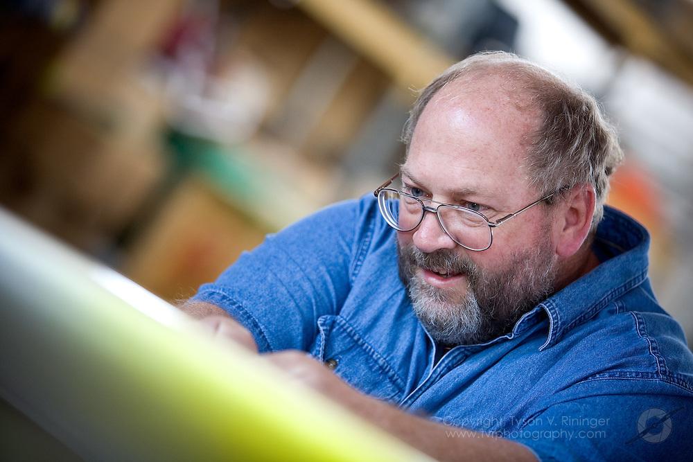 Rare Bear Preparation 2009. Mechanic Rob Grosvenor.