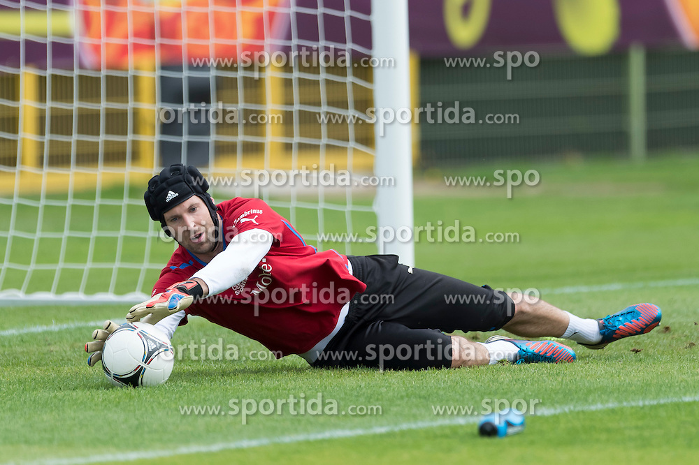 09.06.2012, Stadion Oporowski, Breslau, POL, UEFA EURO 2012, Tschechische Republik, Training, im Bild PETR CECH Czech Republic // during the during EURO 2012 Trainingssession of Czech Nationalteam, at the stadium Oporowski, Breslau, Poland on 2012/06/09. EXPA Pictures © 2012, PhotoCredit: EXPA/ Newspix/ Sebastian Borowski..***** ATTENTION - for AUT, SLO, CRO, SRB, SUI and SWE only *****