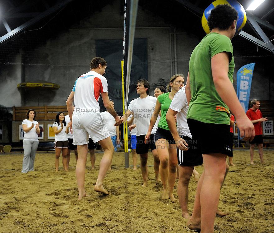 11-02-2011 VOLLEYBAL: BVDG FOUNDATION BEACH TOURNAMENT: AALSMEER<br /> The Beach in Aalsmeer was het decor voor de tweede Bas van de Goor relationship day<br /> &copy;2011-WWW.FOTOHOOGENDOORN.NL